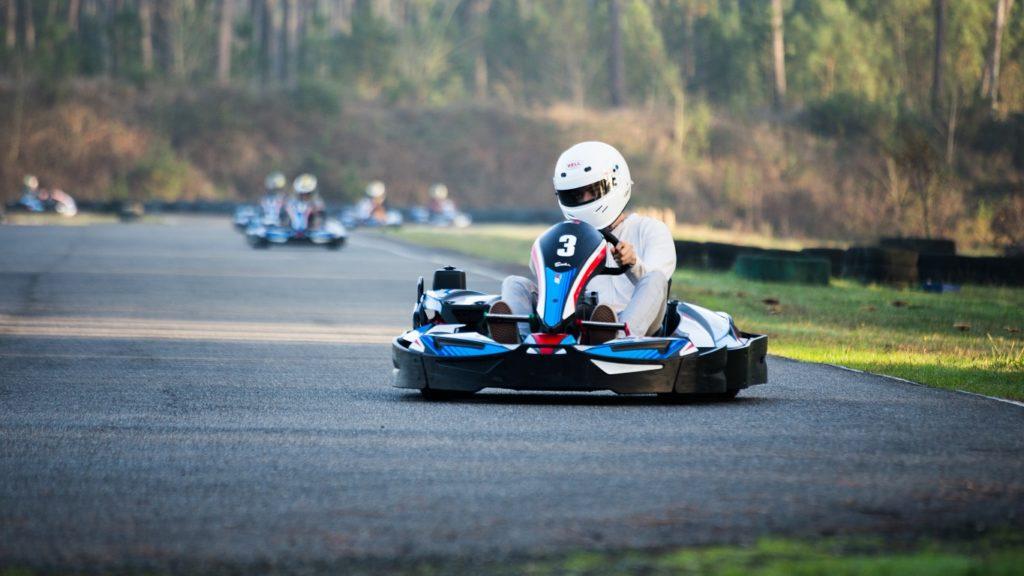 Karting, une activité favorable à votre enfant