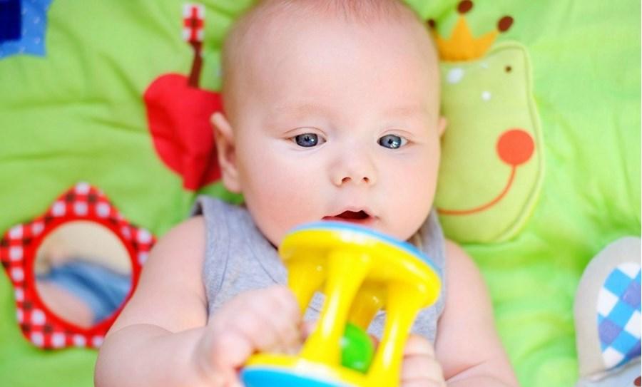 Comment choisir les jouets du bébé ?