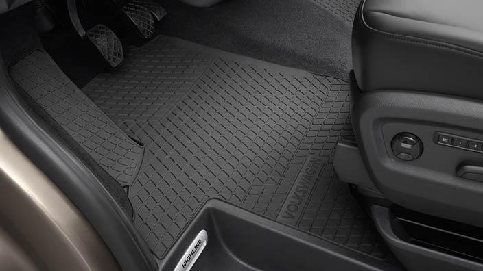 Un tapis de coffre en caoutchouc pour tout transporter