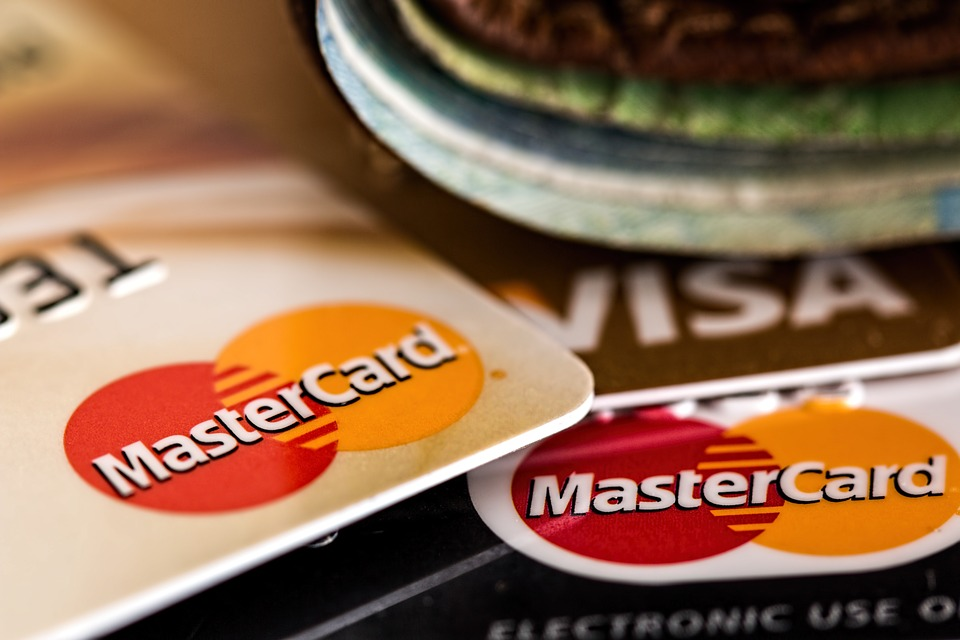 3 choses à considérer avant de choisir une carte de crédit