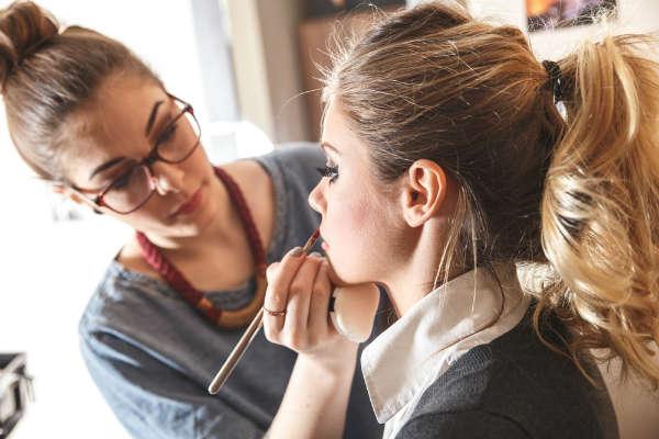 Pourquoi faire appel à une agence coiffeur maquilleur ?