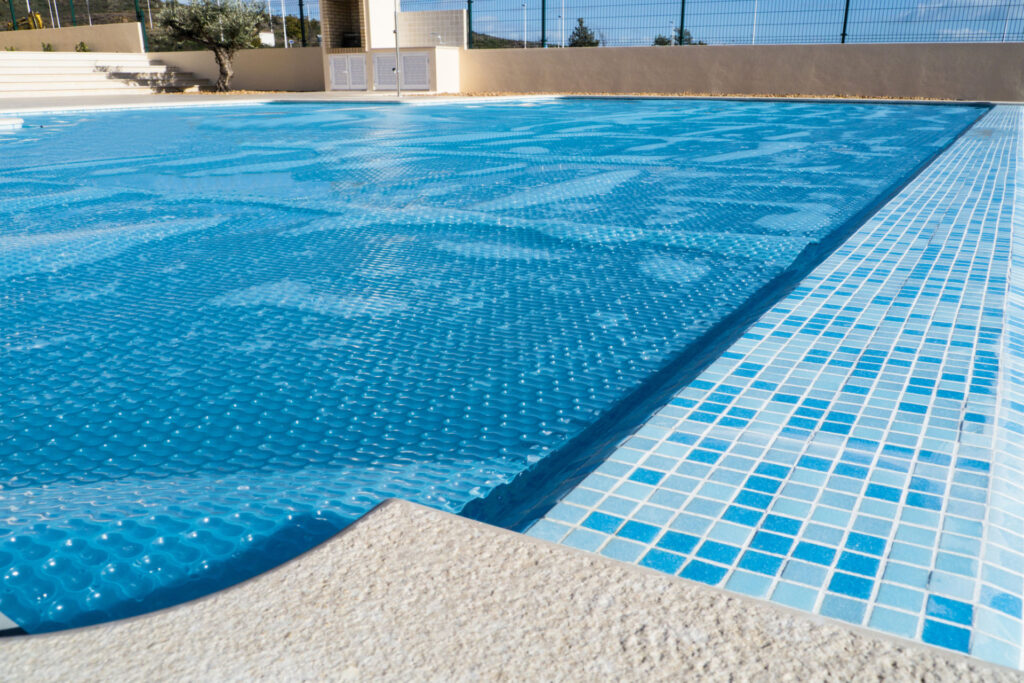 Comment bien choisir une bâche à bulle pour sa piscine ?