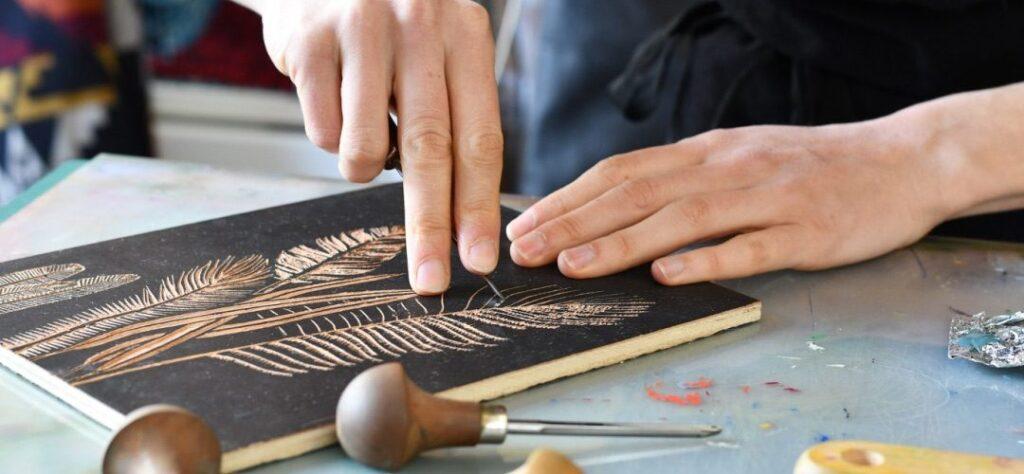 Découpe et gravure en bois