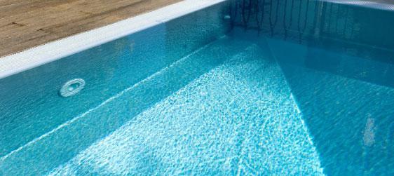 Frise de piscine claire et frise de piscine foncée
